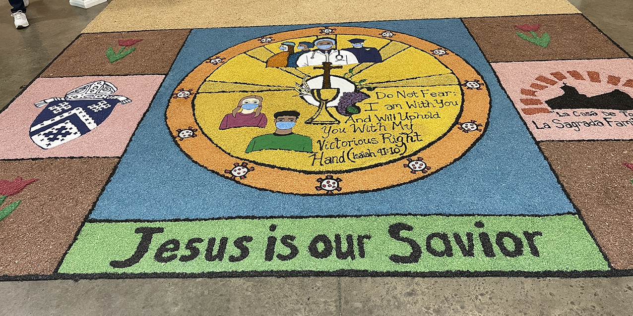 Carpets of Holy Week return to Sagrada Familia Parish with a pandemic influence